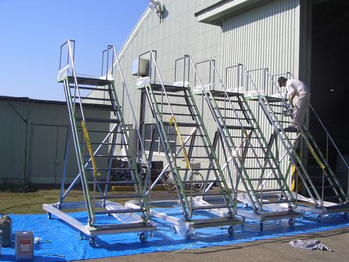 飛行場整備用タラップ