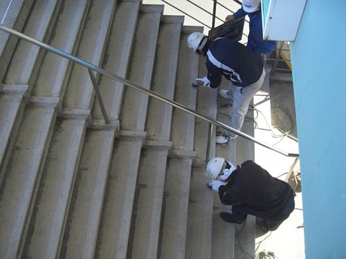 等々力スタジアム階段 下地塗り(プライマー)